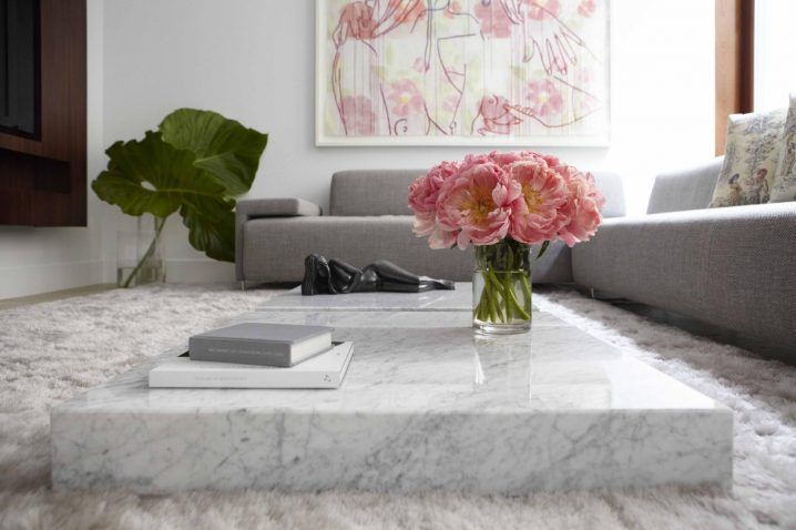 Flat-sofa-marble-coffee-table-is-a-convenient-piece-of-furniture-white-marble-coffee-table-singa-718x478