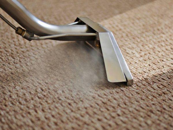 domowy sposób na czyszczenie dywanu