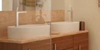 aranżacja łazienki w jasnych barwach