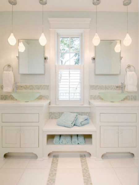 awesome-beach-house-bathroom-with-white-bathroom-vanity-lighting-fixturs-bulb-pendant-lamps-700x933