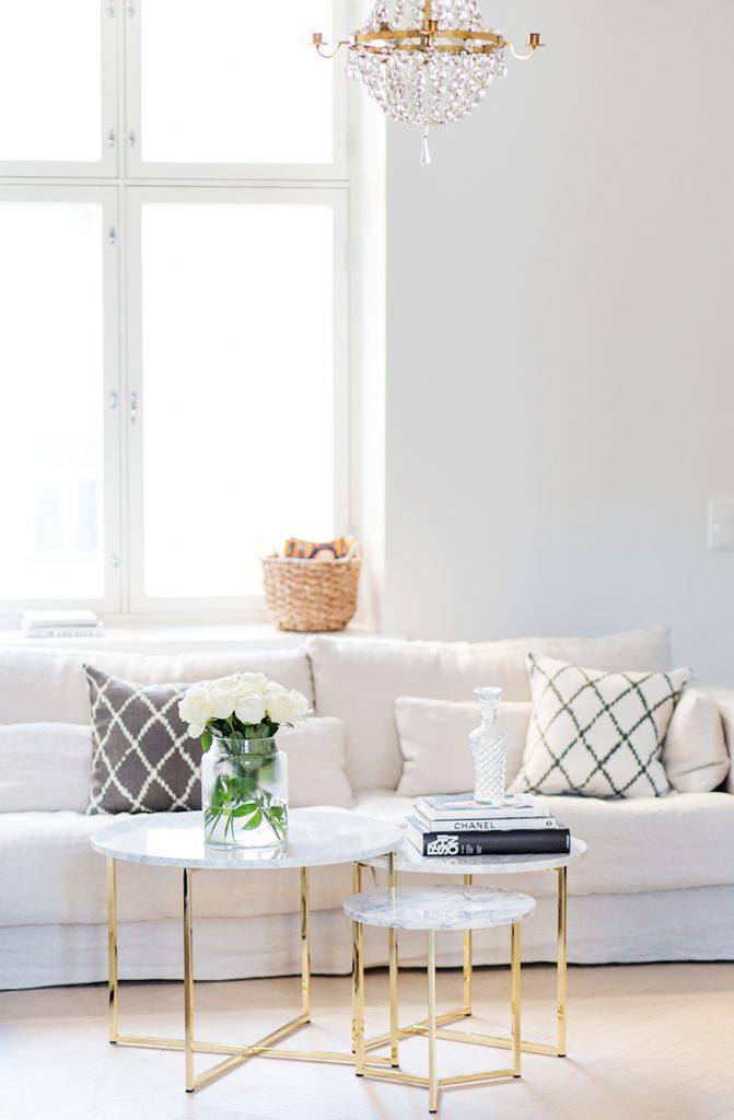 classic-modern-living-room-671x1024