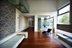 drewniany parkiet w salonie